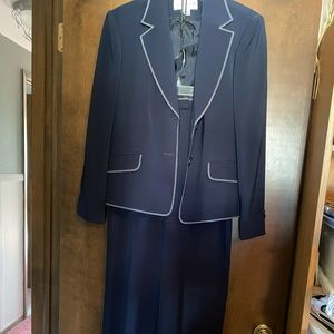 Size 12 Jones New York blue pant suit.
